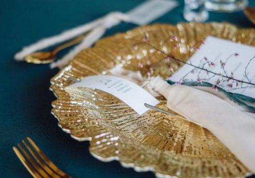 dekoracje-na-wesele-weselne-akcesoria-do-sali-weselnej-wypozyczalnia-dekoracji-weselnych-wynajem-stolow-krzesel-podtalerz-projekty-dekoracji